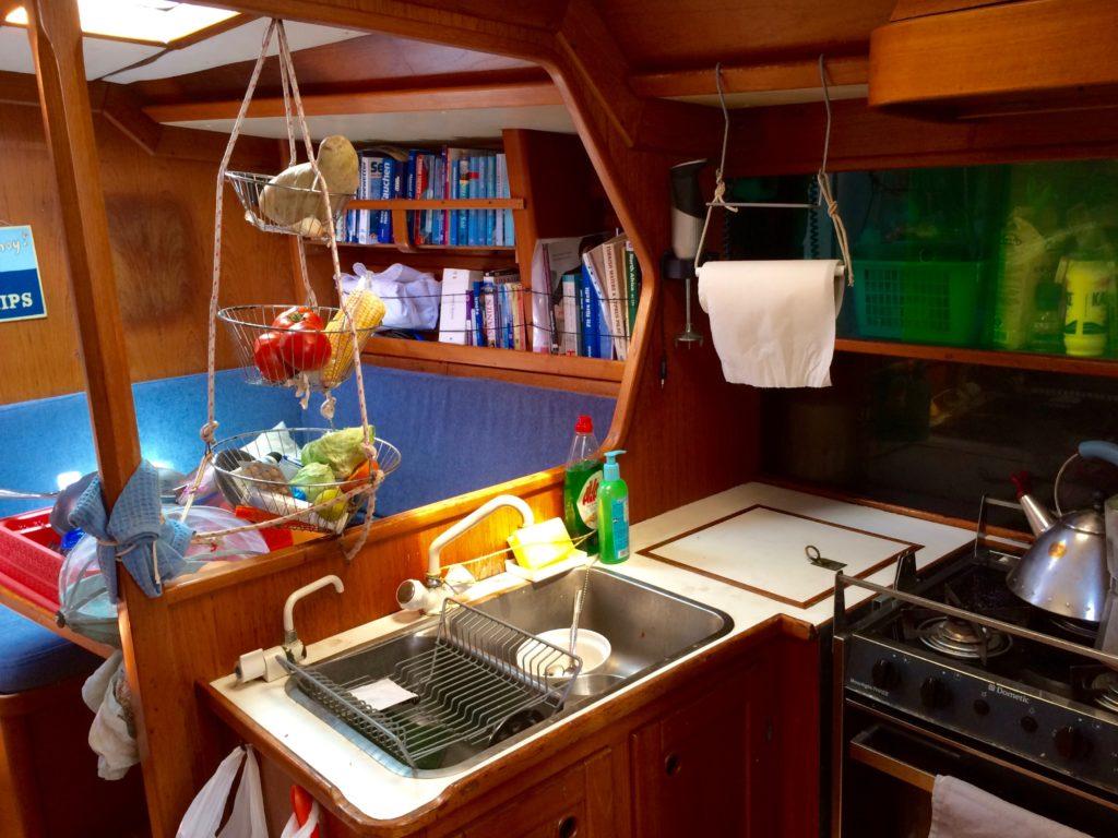 Die Küche auf der PONYO Rike Pätzold Ungewissheitsexpertin Zukunftsdenkerin Blauwasserseglerin